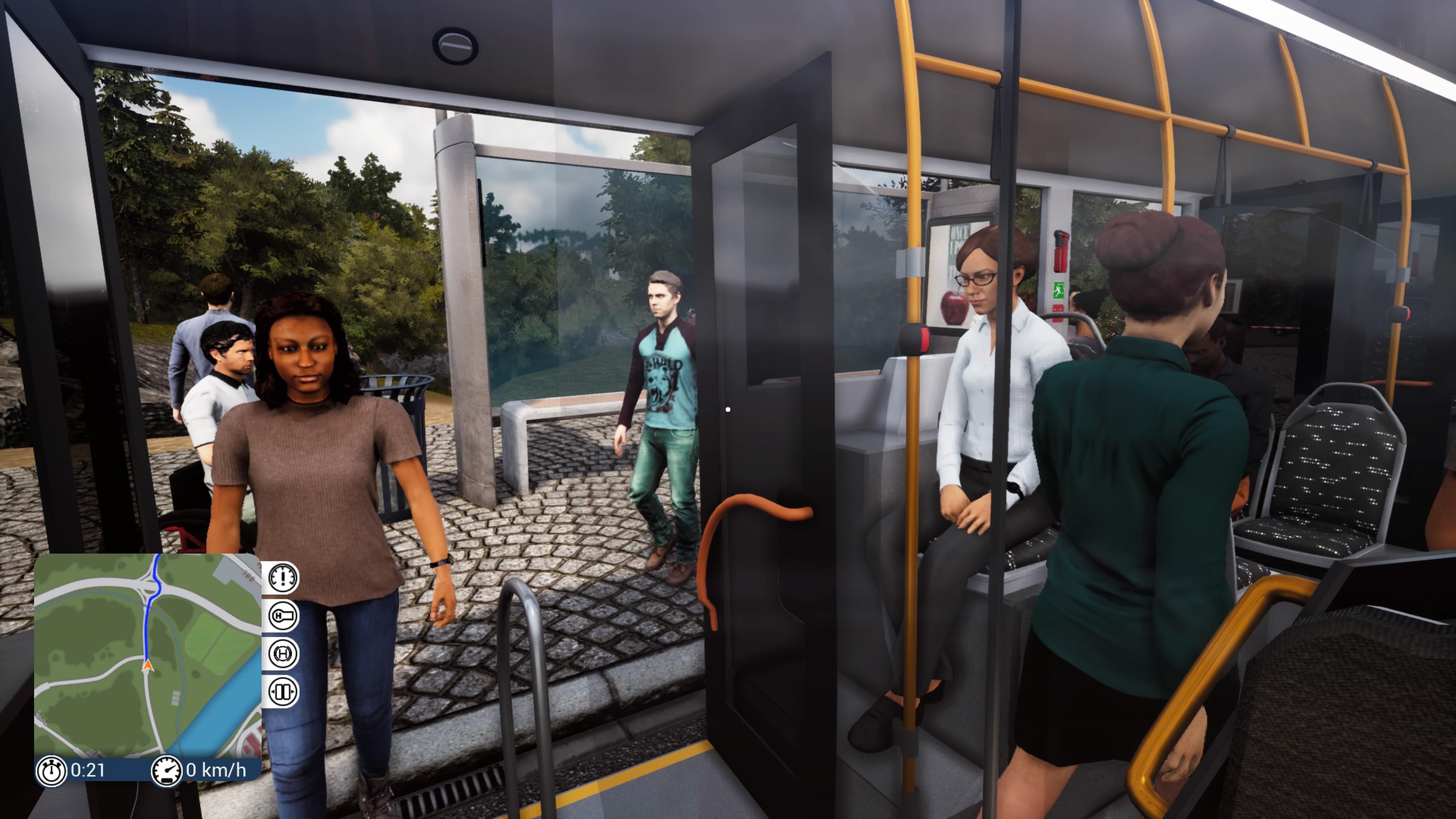 Ihmisiä bussissa
