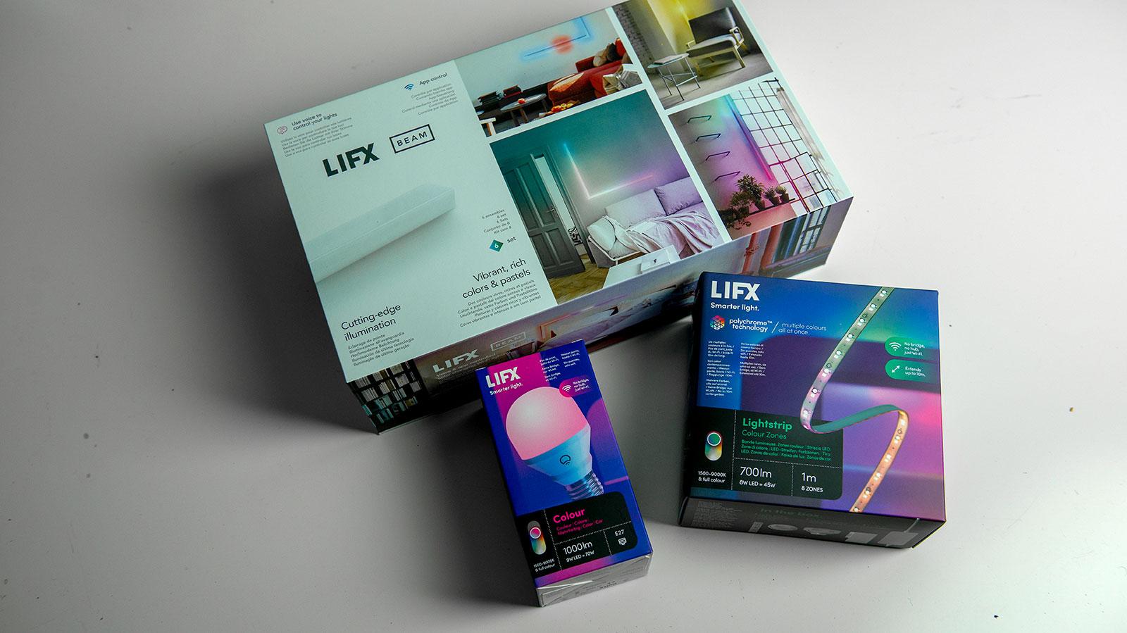Lifx-valopaketteja vierekkäin.
